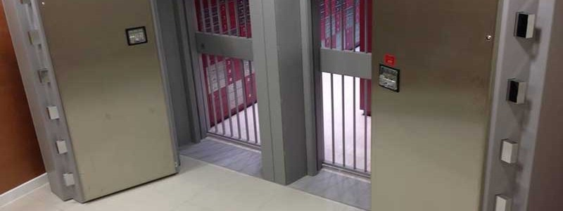 Safe Deposit / Bank Vaults